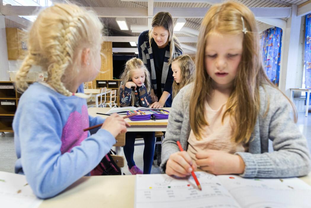 – Hva slags liv ønsker vi at våre barn og ungdommer skal ha? Finnes det ikke andre måter å tilbringe barndommen og ungdomstiden på enn å arbeide med voksenpålagte skolefag? spør forsker. (Illustrasjonsfoto: Gorm Kallestad / NTB Scanpix)