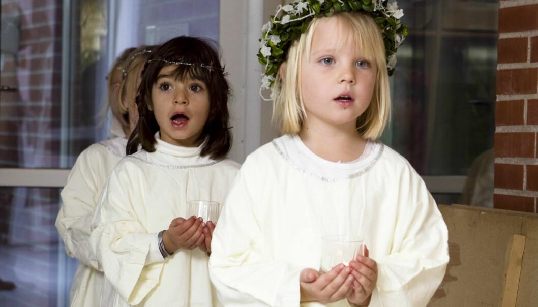 – Lucia-tradisjonen med den kvitkledde jenta med krans rundt hovudet kan me følge tilbake til 1800-talet frå området rundt Vänern. Han kom til Noreg på 1900-talet. Det er svensk kulturimport, seier forskar. (Illustrasjonsfoto: Colourbox)