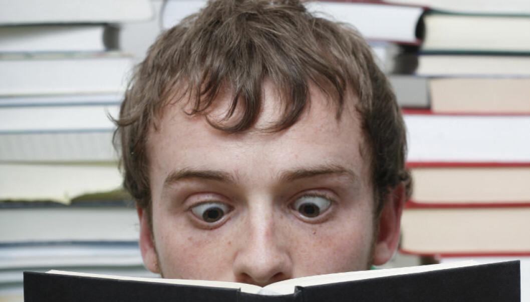 Du husker bedre hvis du leser det du skal lære, høyt for deg selv. (Foto: Colourbox)