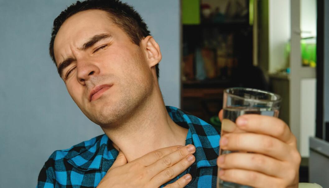 Mellom 10 og 20 prosent av befolkningen i den vestlige verden lider av at magesyren stadig vekk truer med å trenge opp i spiserøret. (Foto: Shutterstock / NTB scanpix)