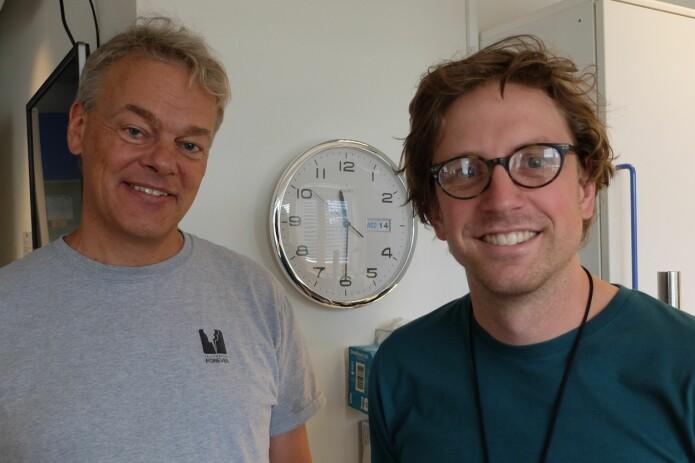 Tiden går bak Edvard Moser og Jørgen Sugar, men klokka på veggen kan ikke sammenlignes med hjernens egen tidskoding. (Foto: Eivind Torgersen)