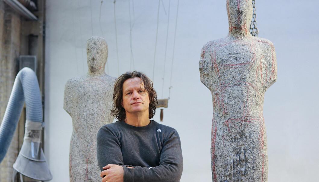 Billedkunstneren Nico Widerberg er en som tjener penger på kunsten sin. Han opplever at en del kunstnere fortsatt er skeptiske til kommersiell suksess. – Mange synes at hvis man blir for vellykket eller selger for bra, er man en som lar seg selge, som er mer opptatt av det enn å lage kunsten sin. Det er ikke sannheten. (Foto: Ida Kvittingen, forskning.no)