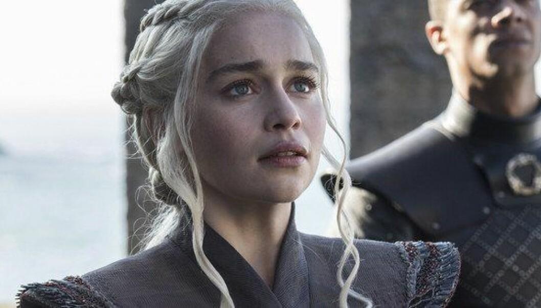 Tv-serien «Game of Thrones» hadde i 2015 vist seerne minst 50 voldtekter og voldtektsforsøk på kvinner, ifølge en blogger som talte dem. Det er likevel et stykke igjen til de om lag 200 voldtektene og voldtektsforsøkene i bøkene som tv-serien bygger på, «En sang om is og ild». Da har samme blogger bare talt seksuelle overgrep i de fem første bøkene.  Skjermdump fra HBO