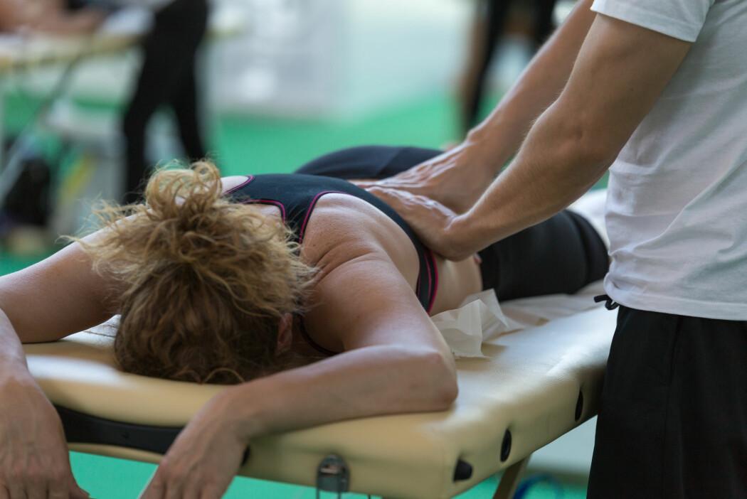 – Når du sliter med smerter, kan det dominere store deler av livet ditt. Det å gå med konstante smerter er veldig tappende. Et viktig funn i denne studien viser at psykomotorisk fysioterapi kan dempe smertetrykket, sier forsker. (Illustrasjonsfoto: Shutterstock / NTB Scanpix)