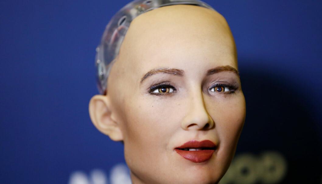 På grunn av roboter som Sophia vil kanskje noen av oss stå uten arbeid om noen år. Forsker mener vi må tenke gjennom alternative framtidsscenarioer for å forberede oss på effektene av digitalisering.  (Foto: Reuters / NTB Scanpix)