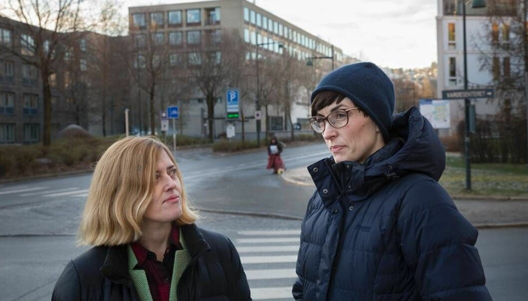 Sophia Efstathiou og Marit Hovdal Moan har selv opplevd seksuell trakassering og uønsket seksuell oppmerksomhet i akademia. Nå har de startet oppropet #metooakademia. (Foto: Kristoffer Furberg)
