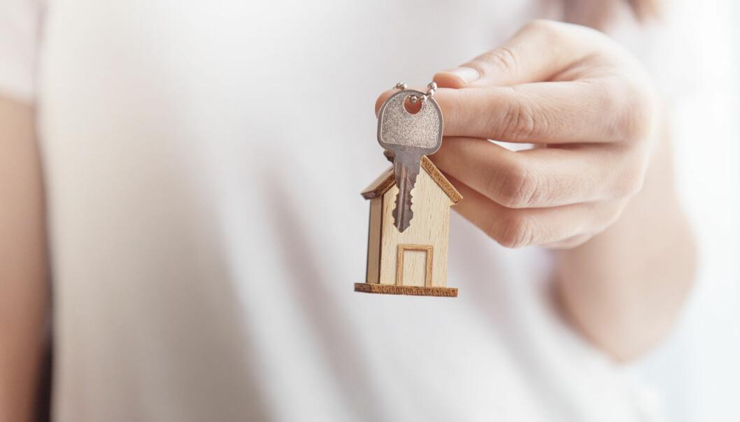 Den første tiden kan være spesielt tøff for elever på videregående skole som flytter på hybel. I en ny studie forteller flere ungdommer som bor for seg selv at de har følt tristhet, nedstemthet og ensomhet.  (Illustrasjonsfoto: oatawa/Shutterstock/NTB scanpix)