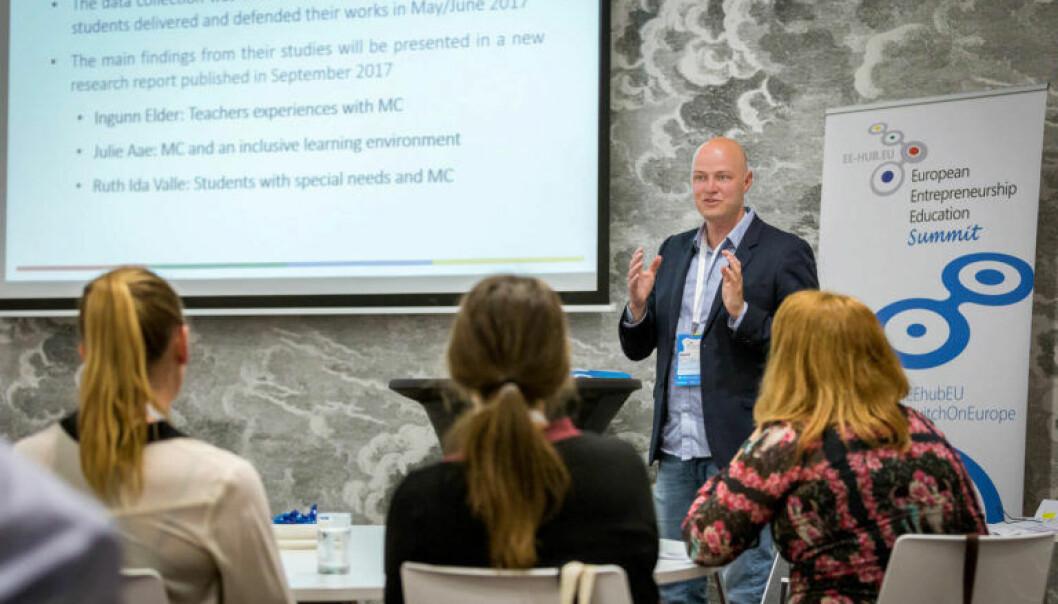 Forsker Vegard Johansen presenterer forskning på entreprenørskap. (Foto: Østlandsforskning)