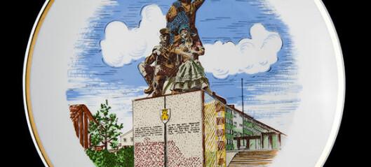 Om et monument og en minnetallerkenen