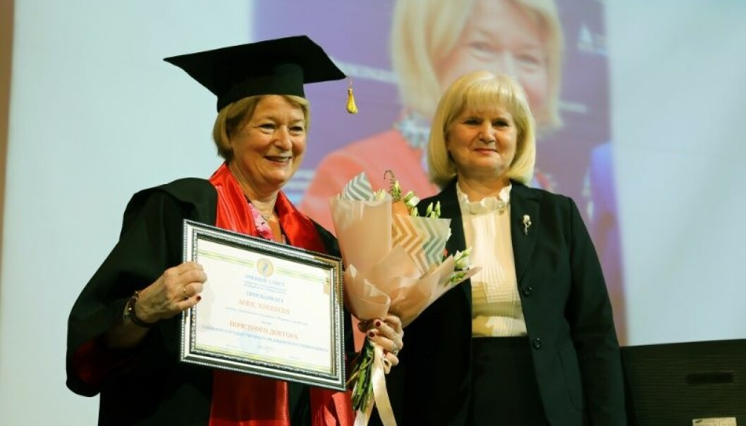 UiT-rektor Anne Husebekk sammen med rektor Lyubov Gorbatova ved Northern State Medical University i Arkhangelsk. (Foto: Karine Nigar Aarskog)