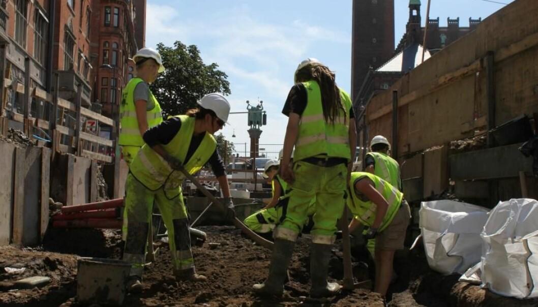 Skjelettene under Rådhusplassen er funnet i flere omganger i forbindelse med etablering av t-bane. Her utgravinger fra 2011, da de første skjelettene ble funnet. (Foto: Københavns Museum)
