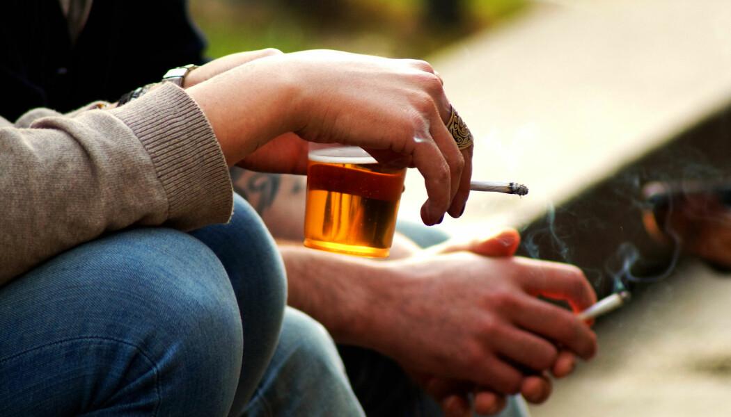 Nei, røykegener har ikke skylda for fylla. (Illustrasjonsfoto: Stefano Carnevali / Shutterstock / NTB scanpix)