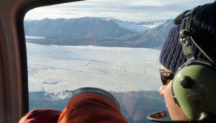 Forskerne ankommer 79N-breen. (Foto: Laura de Steur / Norsk Polarinstitutt)