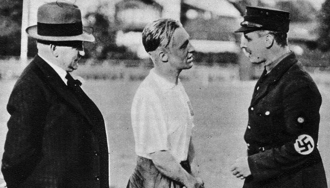 Asbjørn Halvorsen (i midten), som i sin tid var fotballspiller, senere landslagstrener og generalsekretær, gjorde Fotballforbundet til en drivende kraft i motstandsarbeidet. (Foto: HSV / arkivbilde)