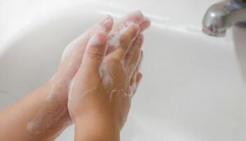 Noen barn med OCD vasker hendene hele tiden fordi de er redde for bakterier. De kan fysisk føle bakteriene og skitten.  (Illustrasjonsfoto: LooksLikeLisa, Shutterstock, NTB scanpix)