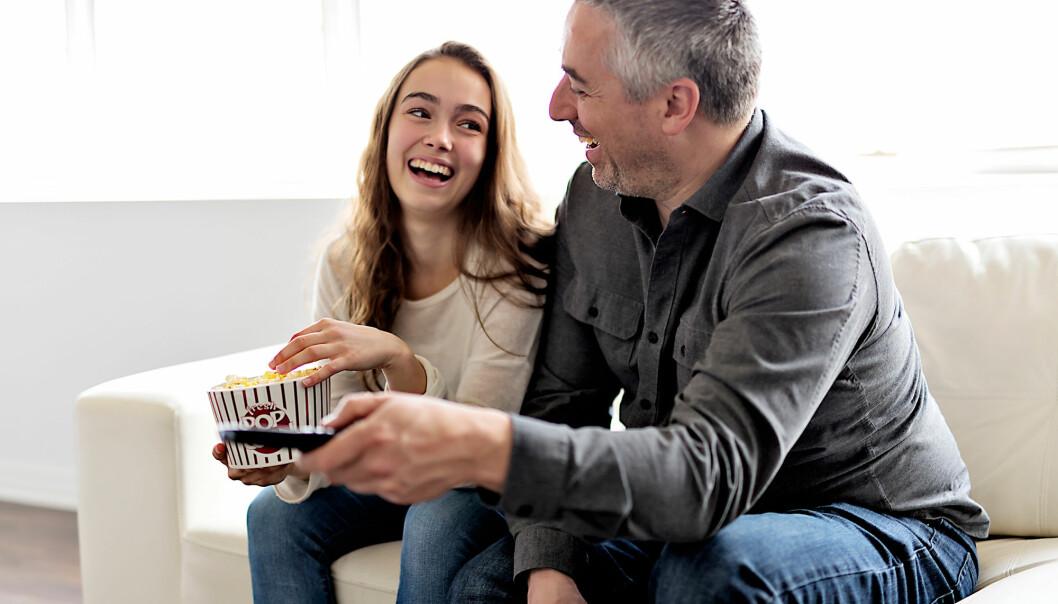 Aldri har forholdet mellom tenåringer og foreldre vært bedre enn det er i dag. Dette er en viktig forklaring på hvorfor stadig færre unge drikker alkohol, mener finske forskere. (Foto: Lopolo / Shutterstock / NTB scanpix)