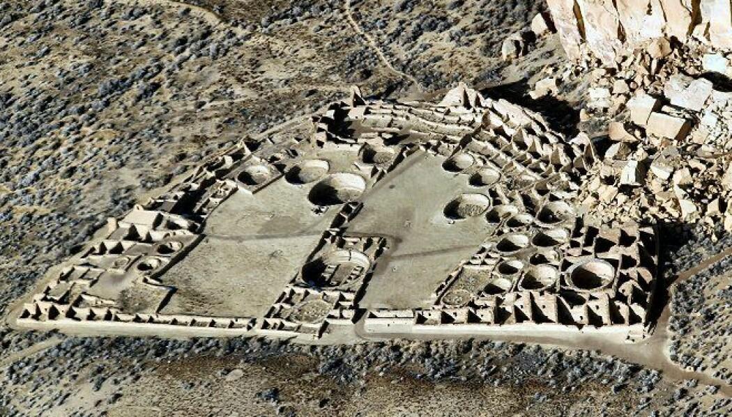 Restene av Pueblo Bonito i New Mexico. Bygningen er omtrent 12 000 kvm stort. (Bilde: Bob Adams, Albuquerque, NM/CC BY-SA 3.0)