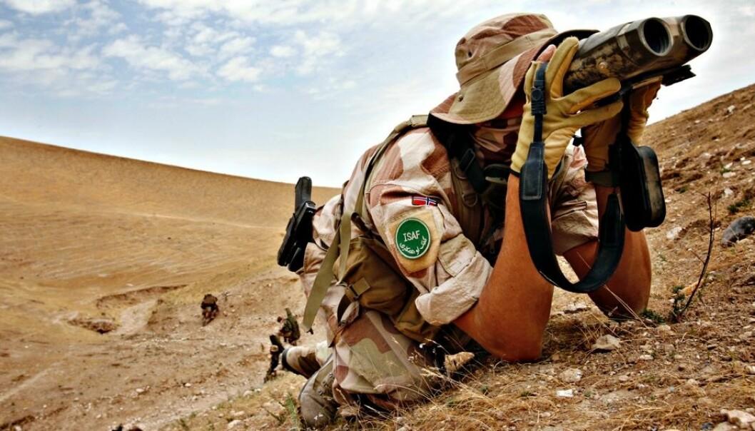 Forsvarsforsker Tormod Heier har forsket på det norske forsvaret i Afghanistan og Libya. Underveis i arbeidet oppdaget han at de hadde mange utfordringer, både i det afghanske og libyske landskapet. Da han formidlet dette fikk han beskjed om at formidlingen av denne kunnskapen bidro til politisk støy. På et internseminar fikk forskerne beskjed fra Forsvarsdepartementet om å lære seg å holde kjeft. (Foto: Lars Magne Hovtun / Forsvaret/ NTB scanpix)