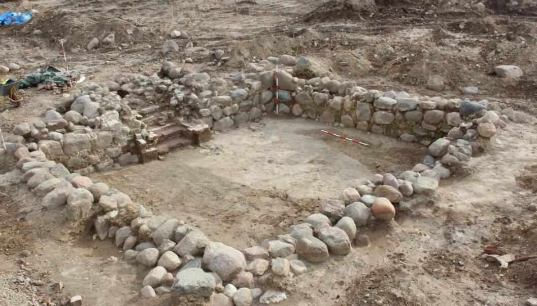 Her ser vi utgravingen av en svært godt bevart kjeller som kan ha fungert som oppbevaring av byens skatter.  (Foto: Mette Olsen)