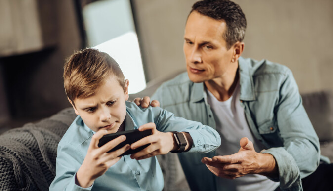 Foreldre bør ifølge Per Schultz Jørgensen utvise myndighet i stedet for å være enten ettergivende eller autoritære. (Foto: Dmytro Zinkevych / Shutterstock / NTB scanpix)