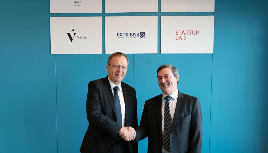 ESAs generaldirektør Jan Wörner (t.v.) og Ralph W. Bernstein, leder for Kjeller Innovasjon, underskrev avtalen om ESA BIC Norway. (Foto: Kjeller Innovasjon)