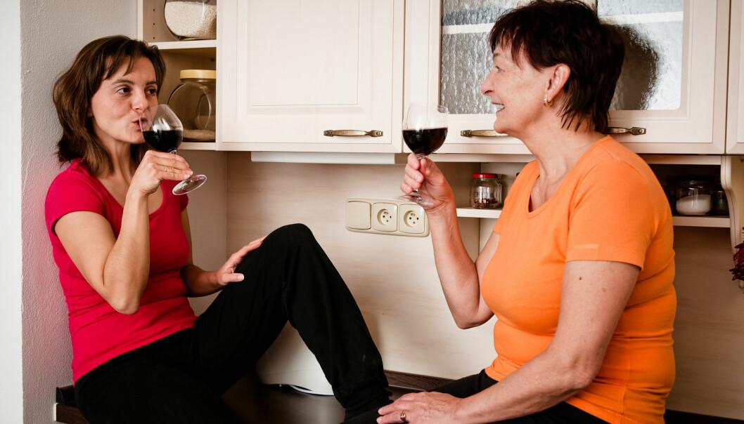Kvinner som drikker moderate mengder vin, kommer best ut av det når det gjelder hoftebrudd. (Illustrasjonsfoto: Shutterstock / NTB Scanpix)