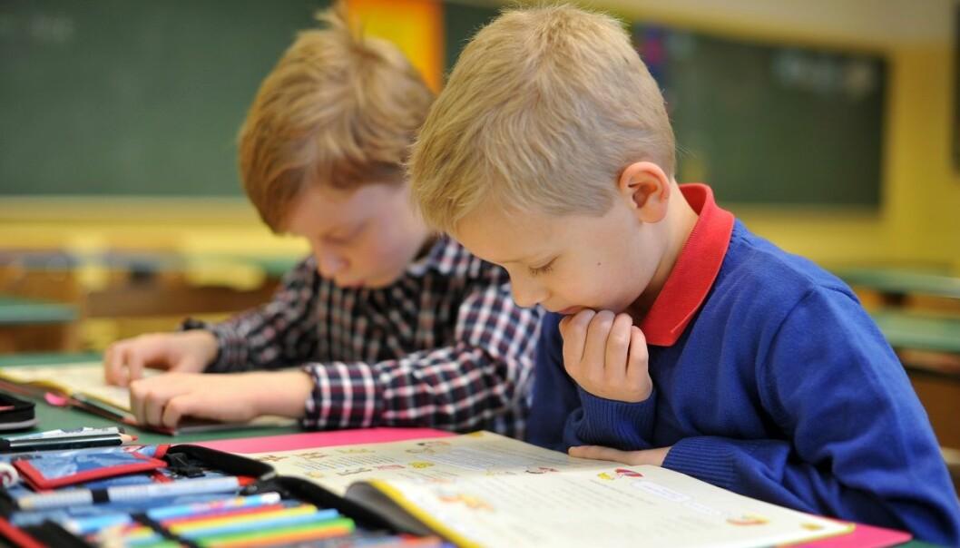 Gutter tjener ifølge ny forskning på at det er flere jenter i klassen. (Foto: Frank May, NTB scanpix)