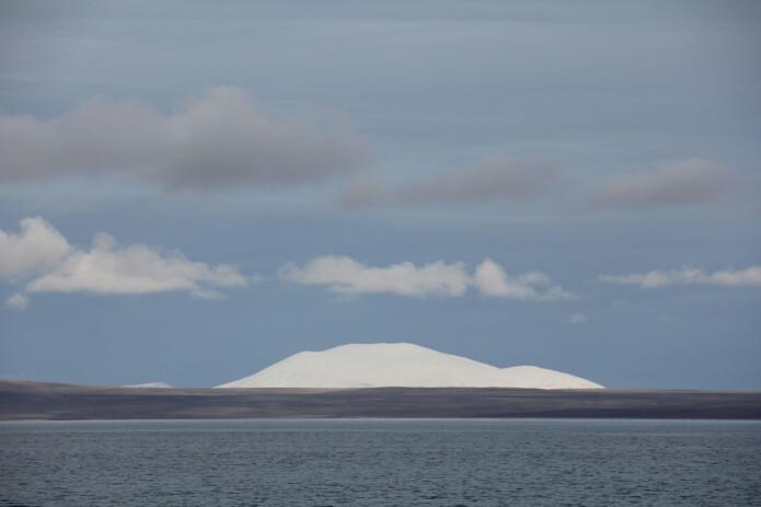 Den kvite bjørnen sitt rike: Kvite fjell og gråe sletter. (Foto: Lilja R. Bjarnadóttir, NGU)