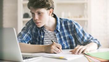 Ungdom har blitt veldig skikkelige. De trives på skolen. De gjør mye mer lekser enn før. De trener mye. De har et godt forhold til foreldrene sine. Og de drikker langt mindre enn tidligere. Forskerne jakter nå på forklaringer.  (Foto: Shuttestock/NRB scanpix)
