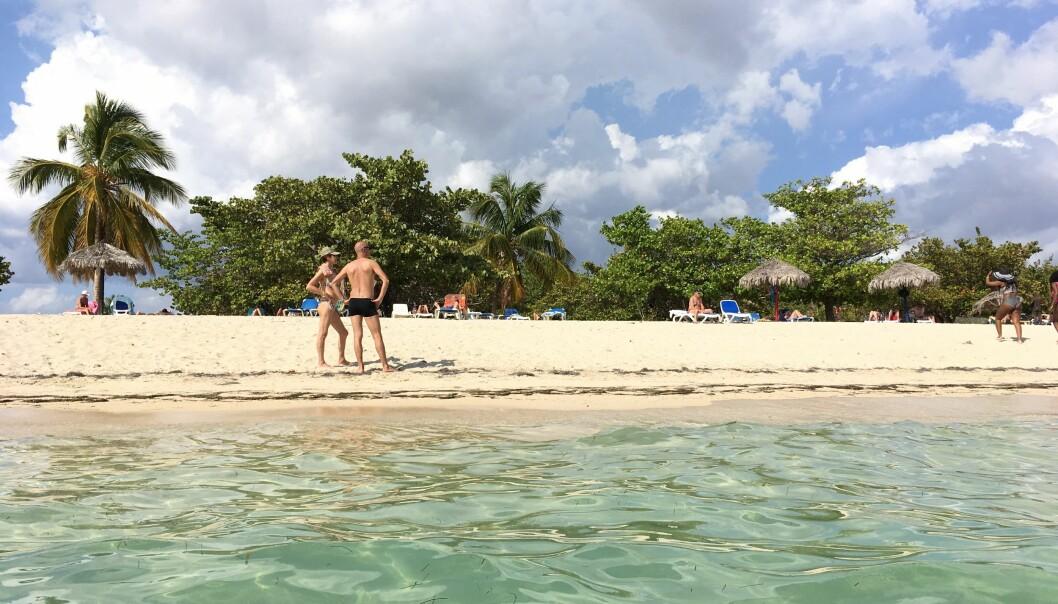 Over halvparten av oss planlegger å reise bort i vinter. Sol og varme oppgis som viktigste årsak. Bildet er tatt i Varadero, Cuba. Cuba er nå det andre mest populære reisemålet i Nord-Amerika blant nordmenn.  (Foto: Anne Lise Stranden/forskning.no)
