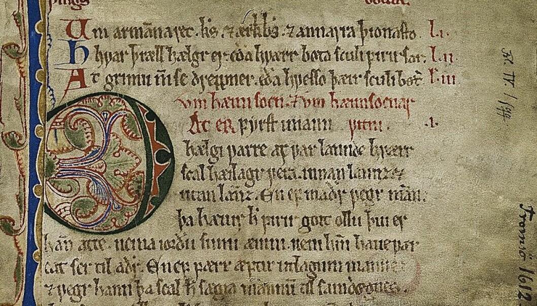 Dette er begynnelsen på Mannhelgebolken, den delen av Frostatingsloven som hadde bestemmelser blant annet mord, vold, slagsmål og ærekrenkelser. Manuskriptet er antakelig fra første del av 1300-tallet. (Kilde: digitalarkivet.no)