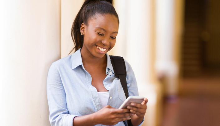 I Tanzania forbyr de fleste lærere mobiltelefon i skoletiden. (Illustrasjonsfoto: michaeljung / Shutterstock / NTB scanpix)