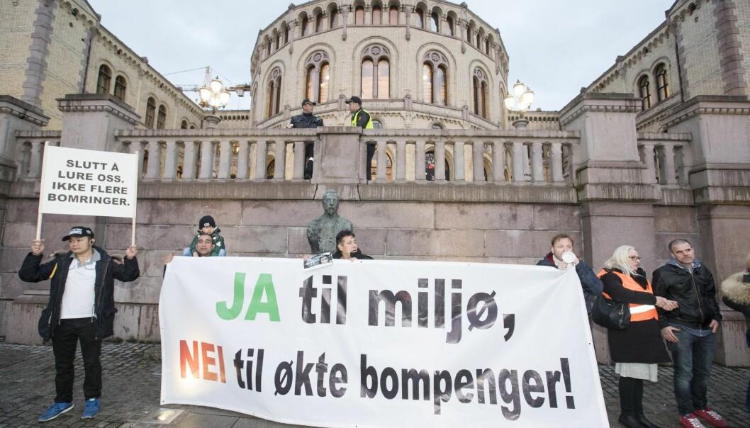 Fra en demonstrasjon mot bompenger i 2017. Rundt 4000 mennesker møtte opp. (Foto: Terje Pedersen, NTB scanpix)
