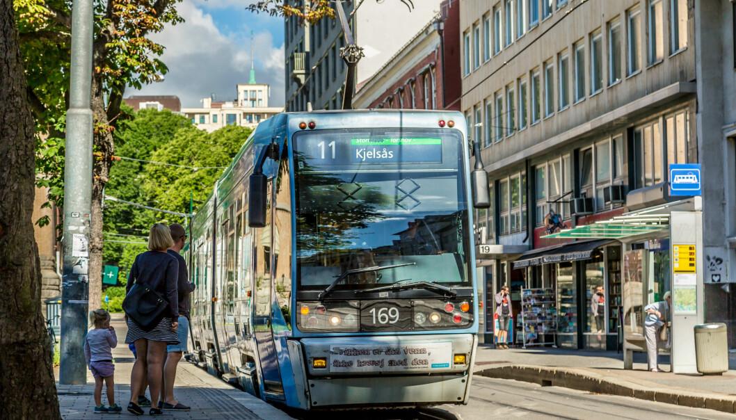 I dag reiser rekordmange passasjerer med kollektivtransport i Norge. Men det koster.  (Illustrasjonsfoto: Colourbox)