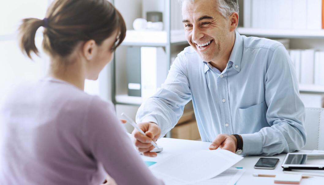 Ny studie bekrefter at sjefer som delegerer makt og oppmuntrer ansatte til utvikling, får mer ansvarlige og selvstendige ansatte.  (Foto: NTB/Scanpix/Schutterstock)