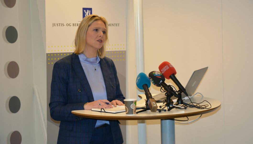 Integreringsminister Sylvi Listhaug varslet flere krav til både kommuner og deltakere da hun mandag denne uka tok imot den nye evalueringen av introduksjonsordningen, men hun har ennå ikke vurdert om det betyr sterkere statlig styring av integreringsarbeidet. (Foto: Ida Kvittingen, forskning.no)