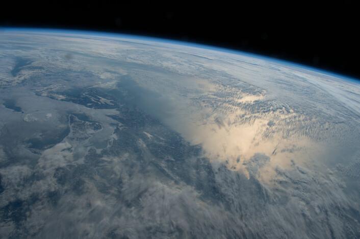 Det er ikke lett å se menneskelig påvirkning fra verdensrommet, men den har spredd seg over store deler av jorden. (Foto: NASA)