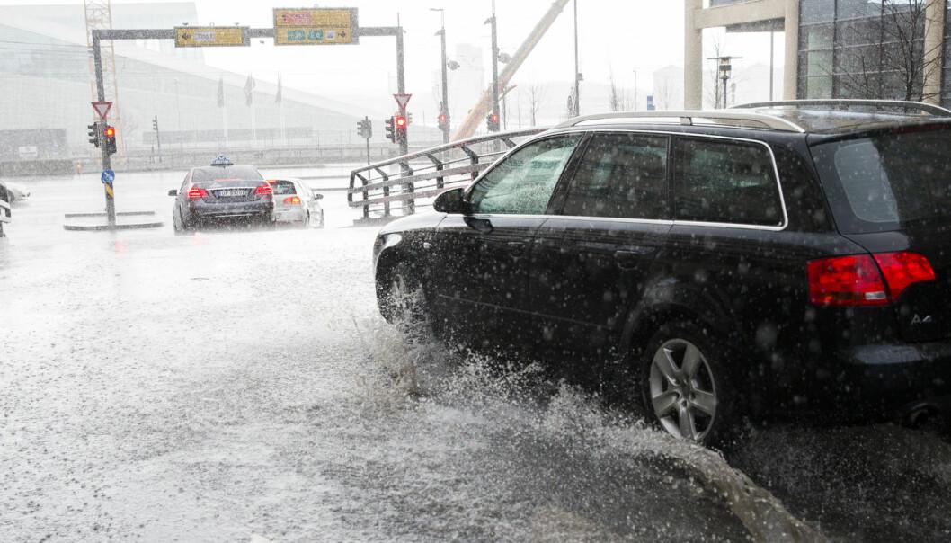 Mye regn kan gjøre store skader, også i byen.  (Foto: Berit Roald / NTB scanpix)