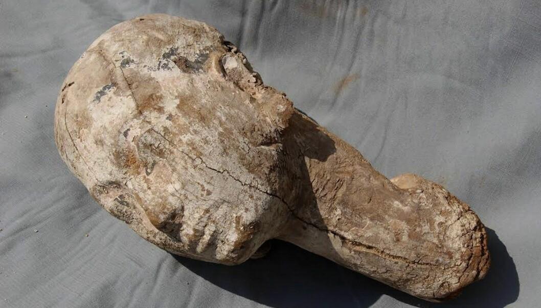En del av en 4000 år gammel treskulptur ble nylig funnet av arkeologer i Egypt. (Foto: AP, NTB scanpix)