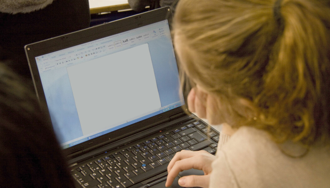 Forskerne så at bruken av PC i klasserommet fornyet lærernes undervisningspraksis og påvirket måten de kommuniserte med elevene på.  (Illustrasjonsfoto: Colourbox)