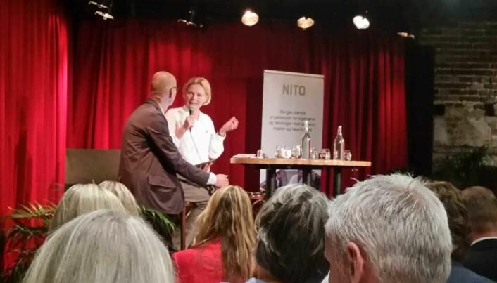 NITO arrangerte nylig frokostmøte om sirkulær økonomi. Her intervjuer Erik Aasheim Cathrine Barth om utviklingen på feltet i Europa. [Foto: Elise Kjørstad]