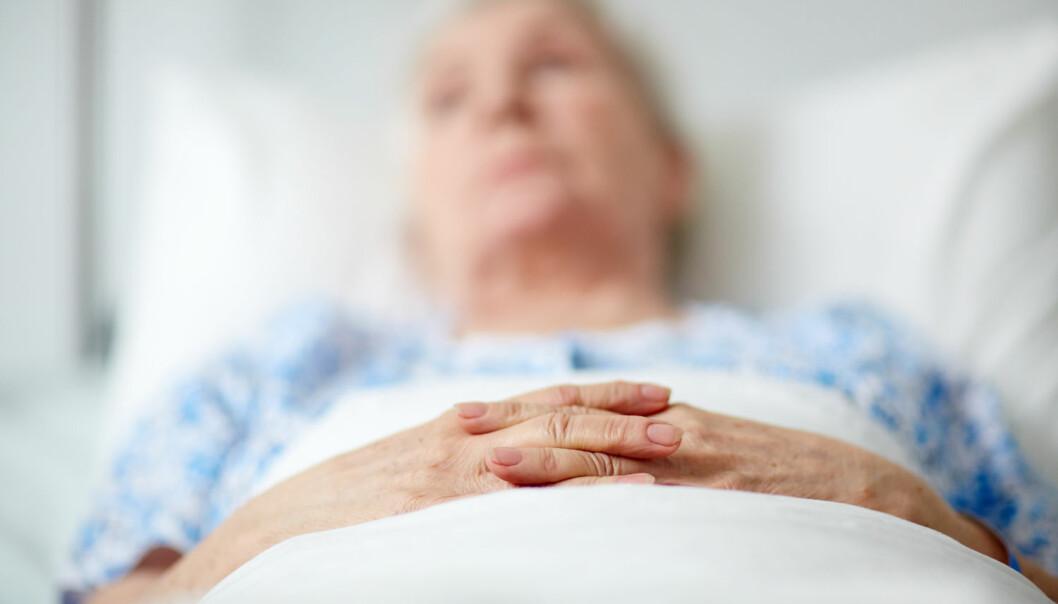 Behandlingsplanen som brukes mot livets slutt på flere norske sykehjem er utviklet for kreftpasienter, ikke for gamle som dør med demens. Planen kan derfor ikke uten videre overføres til sykehjemmene, mener forskere. (Foto: Shutterstock / NTB scanpix)