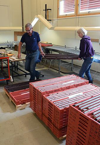Her er det mulig å gjøre detaljerte undersøkelser av kjerneprøver. Rullebordet har en kapasitet på 18 borekjernekasser om gangen. (Foto: Gudmund Løwø, NGU)