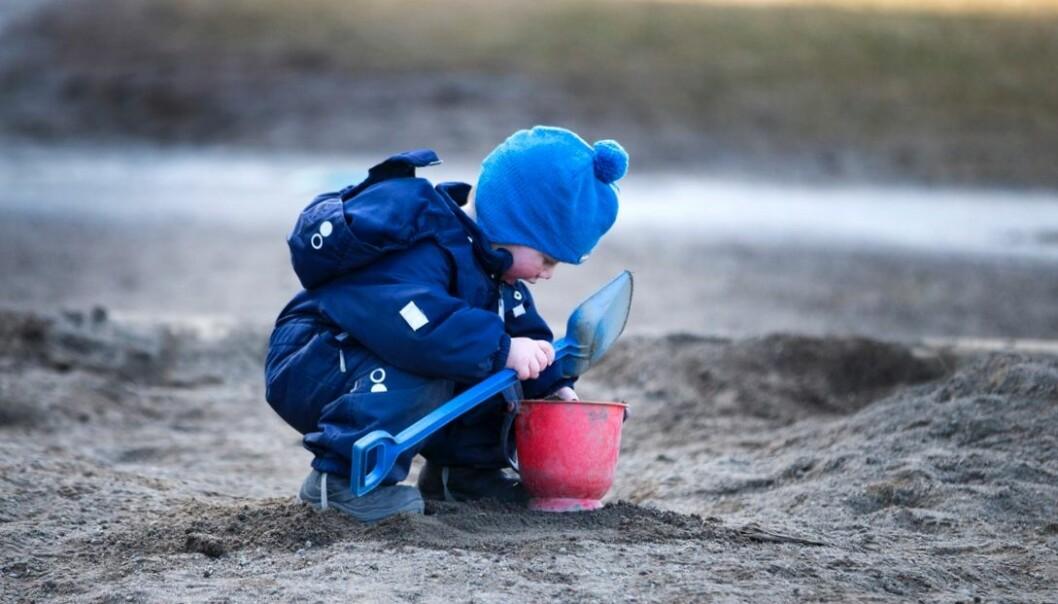 I en ny studie finner forskerne at sikkerheten er for dårlig i norske barnehager. De ansatte har for dårlig tilsyn med barna. For å finne ut av det har forskerne tatt i bruk et forskningsverktøy som er utviklet i USA. Der stilles det veldig strenge krav til tilsyn av barnehagebarn. Er det riktig å overføre den amerikanske standarden til norske forhold?  (Foto: Gorm Kallestad/NTB scanpix)