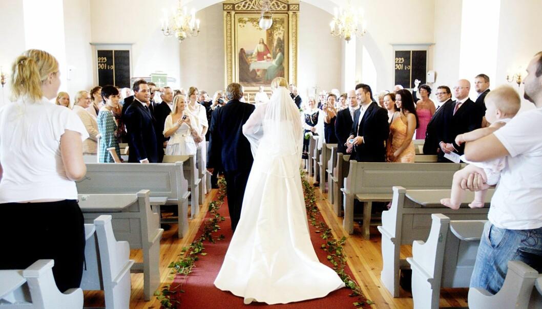 Om man gifter seg, blir det ikke like enkelt å si at man ikke gidder mer ved problemer i forholdet, mener noen. (Foto: Stian Lysberg Solum/NTB scanpix)