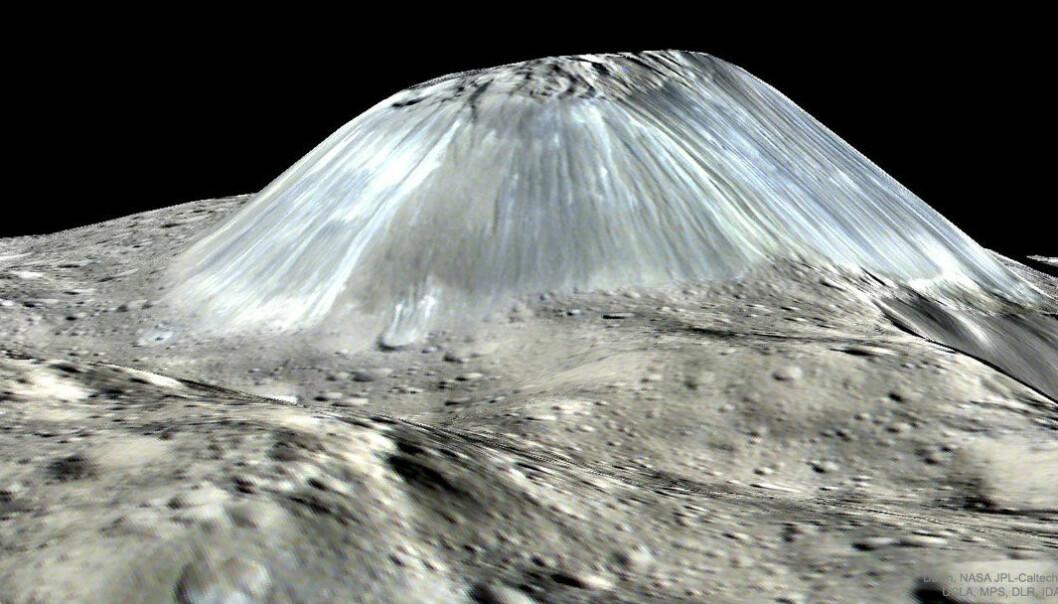 Et datagenerert bilde av Ahuna Mons, basert på målinger fra sonden Dawn. Fjellet er hele fire kilometer høyt. (Bilde: NASA)