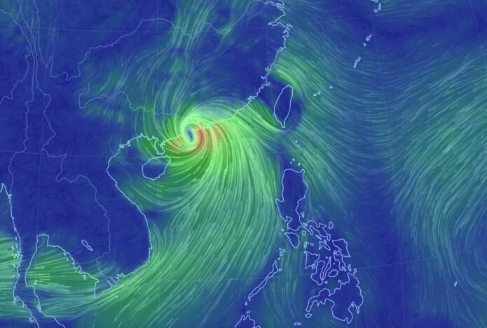 """Tyfonen """"Mangkhut"""" treffer Kina, mens vindfeltet presser vann inn mot Hong Kong og de andre byene ved fjorden der. (Bilde: earthwindmap)"""