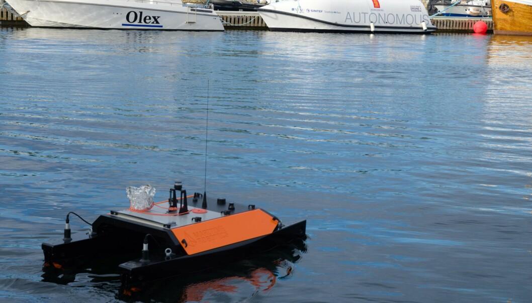 Modell på oppdrag med transport av sand. Maritime Robotics i Trondheim prøver å posisjonere seg i et internasjonalt marked med sin forskning og utvikling av autonome båter. (Foto: Bjørn Lønnum Andreassen / Frilans-Andreassen.no)