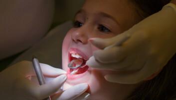 Noen barn får hull, selv om de er flinke til å pusse tenner.  (Illustrasjonsfoto:  zlikovec / Shutterstock / NTB scanpix)