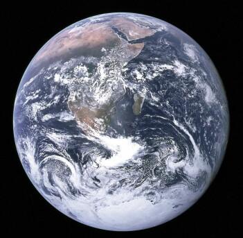 Det er ikke bare enkelt å bestemme hvor gammel denne kula egentlig er. Millioner eller milliarder av år? (Bilde: NASA/Apollo 17)